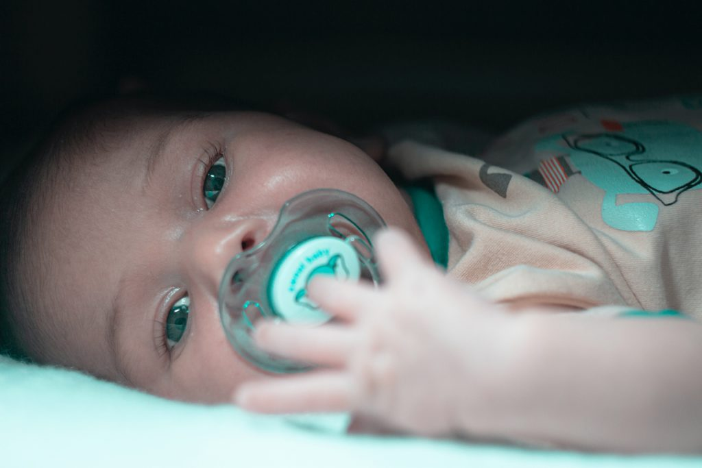 赤ちゃんの指しゃぶり